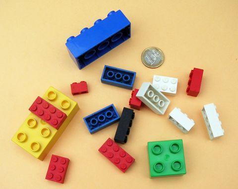 752px-LEGO-01